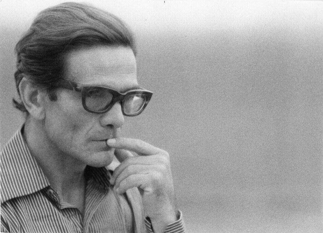 Pasolini-durante-le-riprese-romane-de-Il-fiore-delle-mille-e-una-notte-1973-foto-di-Gideon-Bachmann-1